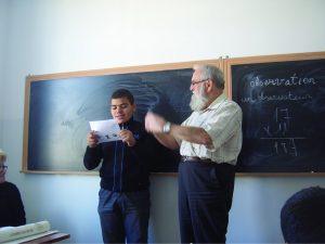Gaston Henri, instituteur à la retraite, venu partager son savoir
