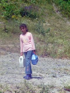 Avant les travaux, de longues corvées d'eau pour les habitants