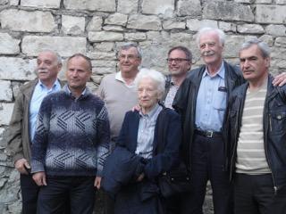 : Jacques Matossian de SPFA, le maire de Nakhidjévanik, les membres de la fondation Cédric Martin et Hovig, de SPFA.